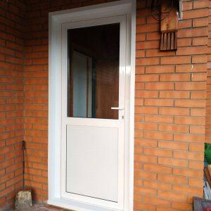 Алюминиевая входная дверь со стеклом