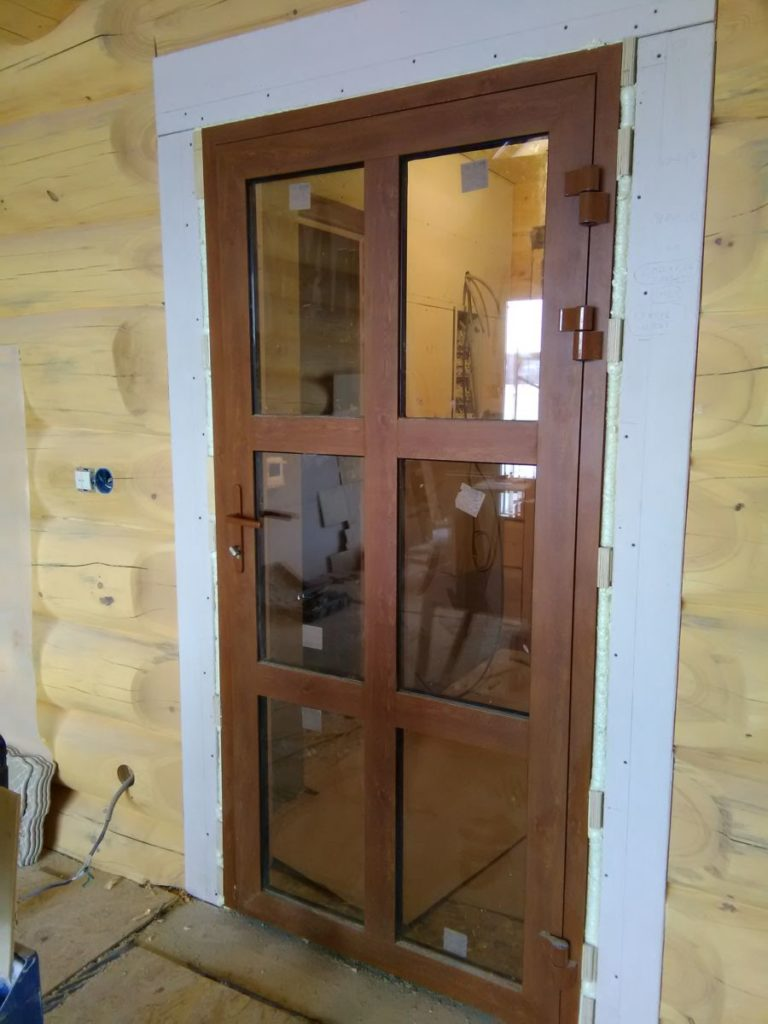 Декорированная брендовая алюминиевая дверь
