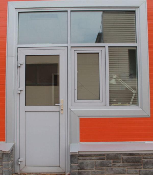 Одностворчатая дверь с окном