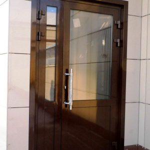 Алюминиевые входные двери комбинированные