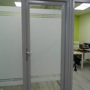 Алюминиевые двери стеклянные