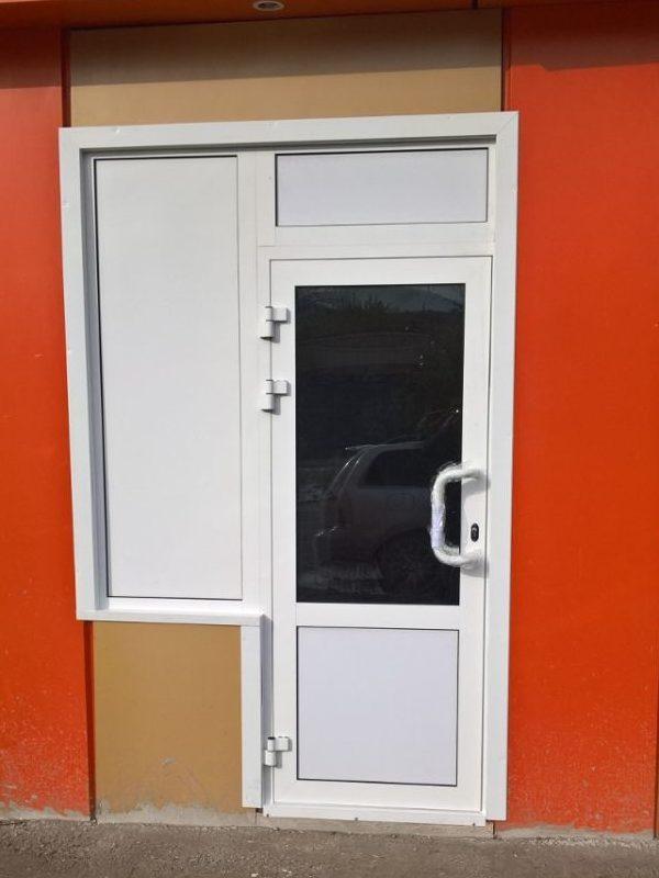 Распашная дверь с комбинированным заполнением (низ-сэндвич верх-стеклопакет)