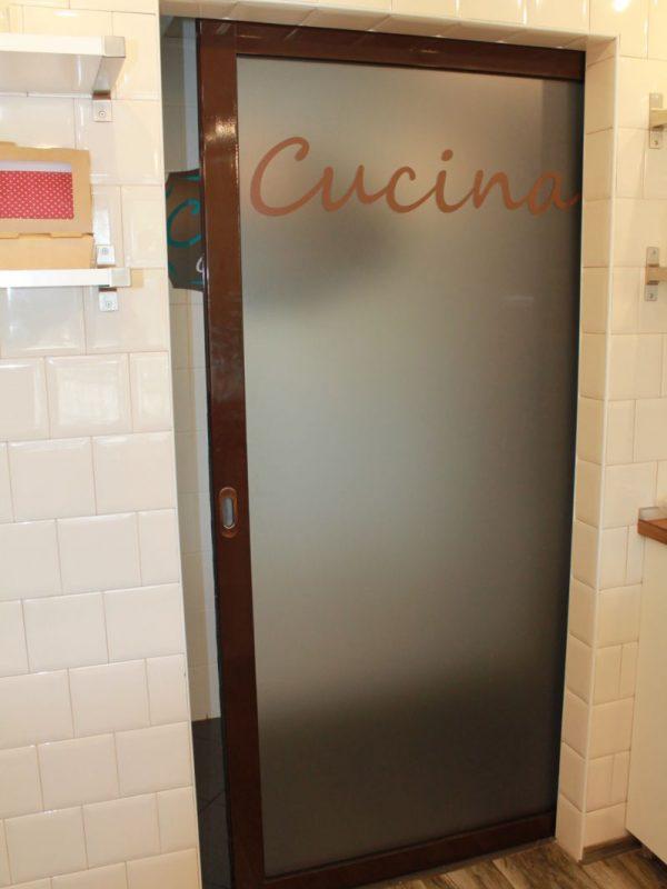 Алюминиевая откатная дверь